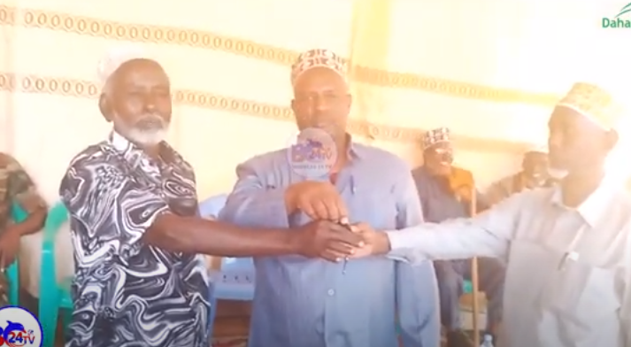 Gudaha:-Gudoomiye ku-xigeenka cusub ee Magaalada Buuhoodle oo Xilkii la wareegay.