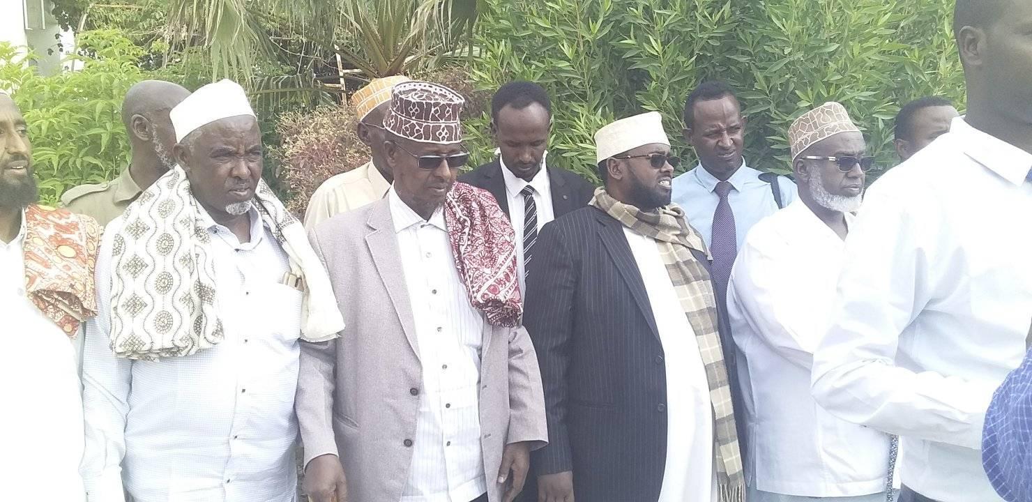 Boqor Cismaan Maxamuud Aw Buurmadow Oo Galabta Si Balaadhan Lagu Soo Dhaweeyay Caasimada Somaliland Ee Hargeysa.
