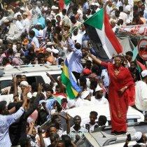 Miltariga Sudan Oo Loogu Baaqay Inay Xukunka Wareejiyaan