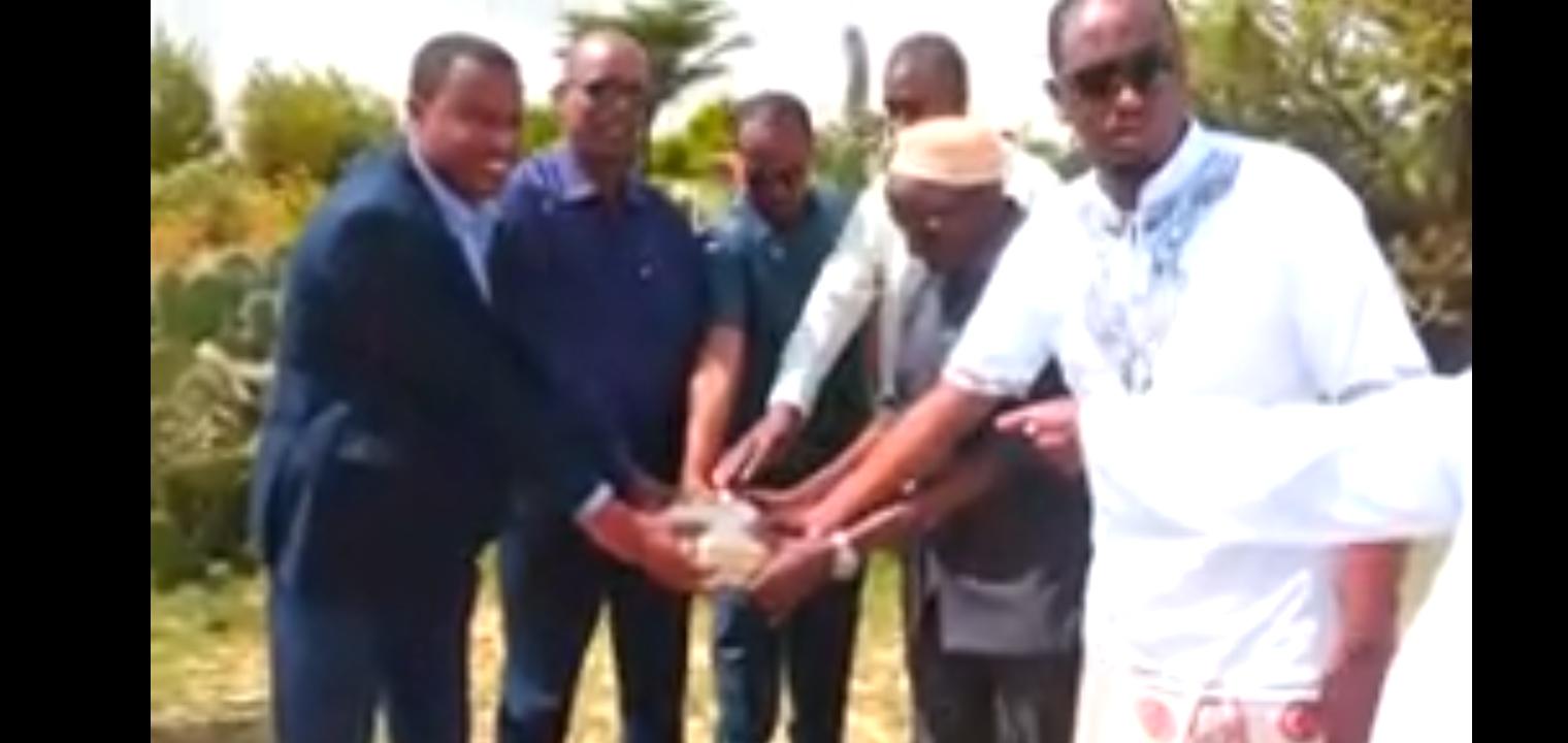 Agaasimaha guud ee W Biyaha Somaliland oo Magaalda Cerigaabo Ka Dhagax Dhigay Ceelbiyod Cusub