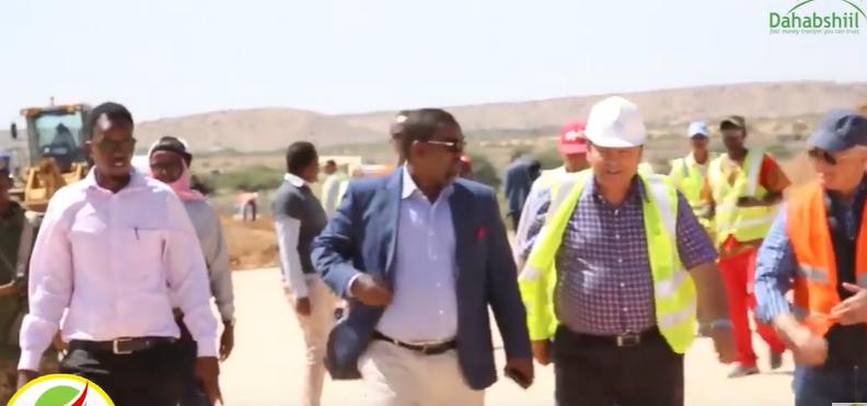 wasiirka Gaadiidka Iyo Jidadka Somaliland Oo Kormeeray Dhismaha wadad Berbera Coriddor