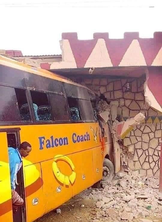 Falcon Coach Bus oo muddo isku dhaw Shilal kala duwan ku galay DDS