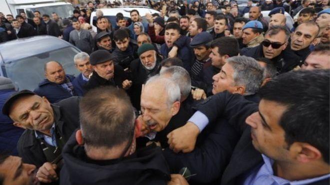 Ankara:-Hoggaamiyaha Xisbiga Ugu Weyn Mucaaradka Dalka Turkiga Oo La Weeraray