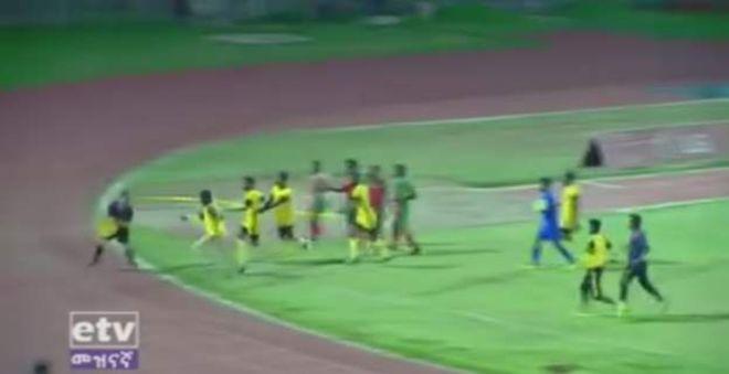 Kulan Ka Tirsan Horyaalka Premier League-Ga Ethiopia Oo Lagu Garaacay Garsoore Kaddib Markii Uu Qaatay Go'aan Xasarad Kiciyey