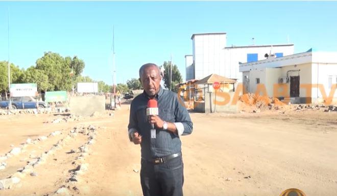 Deg Deg:Abwaan Celi Seenyo oo Laga Horjoogsaday in uu Somaliland soo Galo.
