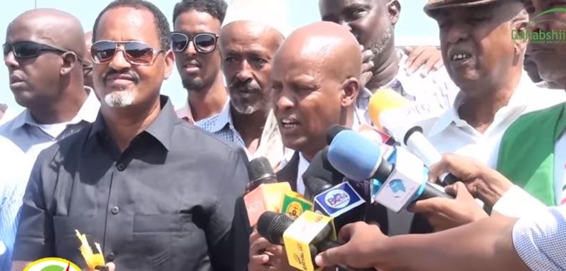 Berbera: Daawo Dowlada Hoose Ee Berbera Oo Gaadiid Ugu Deeqay Ciidanka Police-ka Ee Magaalada Hargeysa