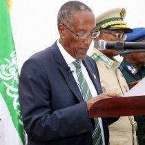 """Madaxweyne Biixi oo laba hadal oo Isburinnaaya kaga hadlay doodda Somaliland ee gobollada bariga""""Faalo"""""""