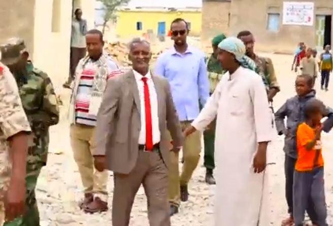 Sanaag: Daawo Wasiirka Caddaalada Somaliland oo Gaadhay Degmada Carmale si diirana logu so dhoweyey