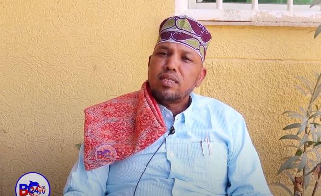"""""""Maba jirto Cid Soo Hadal Qaadi Kartaa Midnimo Soomaaliyeed Oo Danbe"""" Suldaan Maxamed Oo Ka Mida Salaadinta Somaliland"""