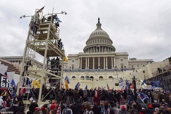 Haweeney ku dhimatay weerar taageerayaasha Donald Trump ku qadeen xarunta Capitol Hill