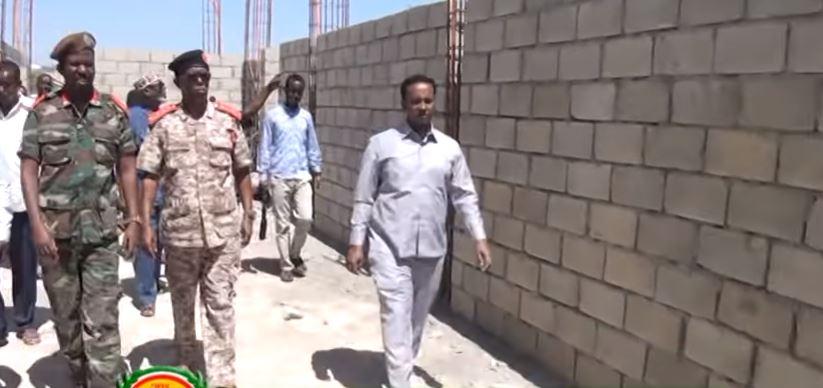 Hargeisa:-Wasiirka Wasaarada Gaashandhiga Somaliland Oo Maanta Kormeeeray Ku Tagay Dhismaha Cisbitaalka Ciidanka Qaranka Somaliland