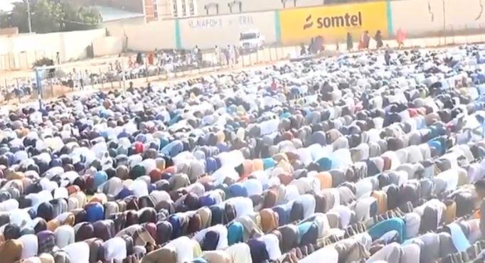 Burco: Daawo Masuliyiinta Togdheer oo Shacabka Burco la tukaday Salaadii Ciidul adxaa iyo waxyaabo muhiima oo ay bulshada u sheegeen