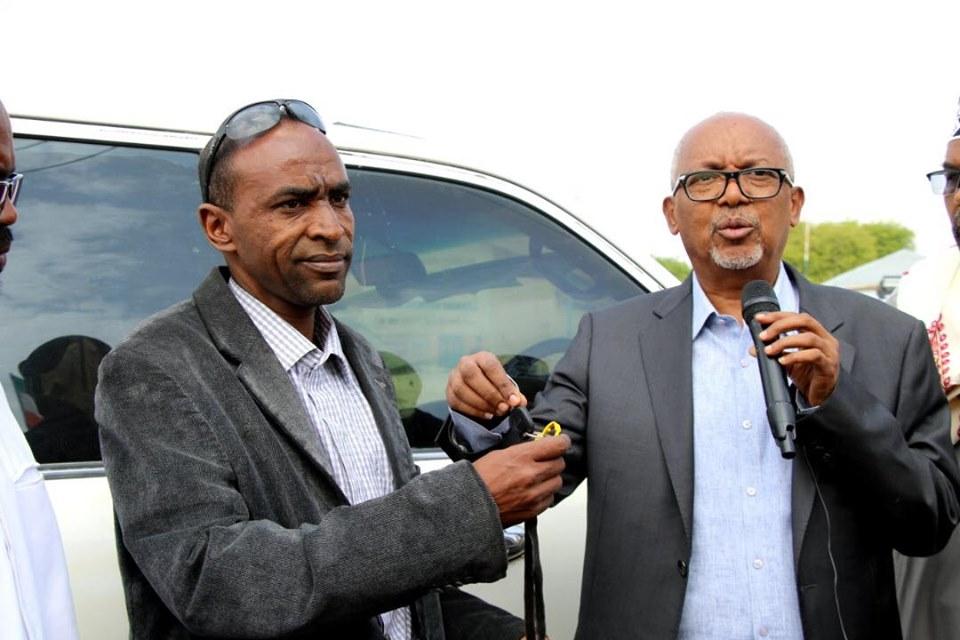 Madaxweyne Ku Xigeenka Oo Gaadhi Ku Wareejiyey Xafiiska Xeer Ilaalinta Gobolka Awdal Kuna Soo Guryo Noqday Caasimadda Somaliland Ee Hargeysa.