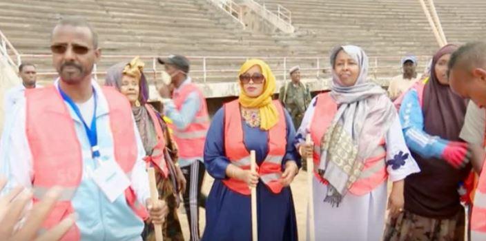 Daawo:-Qaar Ka Mid Ah Haweenka Ku Nool Somaliland Oo Taagero U Muujiyay Gudoomiye Haweenka Ee Somalia O Dhawan La Doortay.