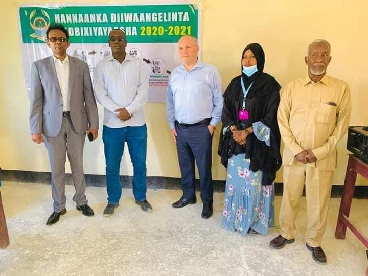 Diblomaasi Maraykan Ah Oo u Dooda Qadiyadda Somaliland Oo Booqasho Ku Tegay Gobolka Sool
