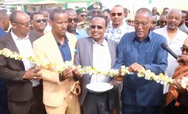 War DegDeg ah:  Madaxweynaha Somaliland Oo Xadhiga Ka Jaray Mashaariic uu ka mid yahay Garoonka Kubadda Cagta oo Roog la dhigay