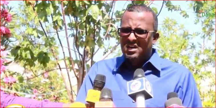 """""""Madaxwaynaha Yay U Muuqanin Afarta Qof Ee Buurta Gallay"""" Siyaasi Saleebaan Siciid Cali Oo Madaxwaynaha Somaliland Dhaliilo Kulul Uu Jeediyey"""