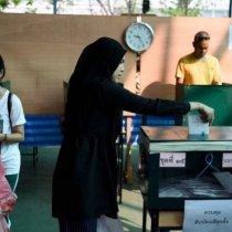 Thailand :-Dadweynaha Thailand Oo Sanado Kaddib Codeynaya
