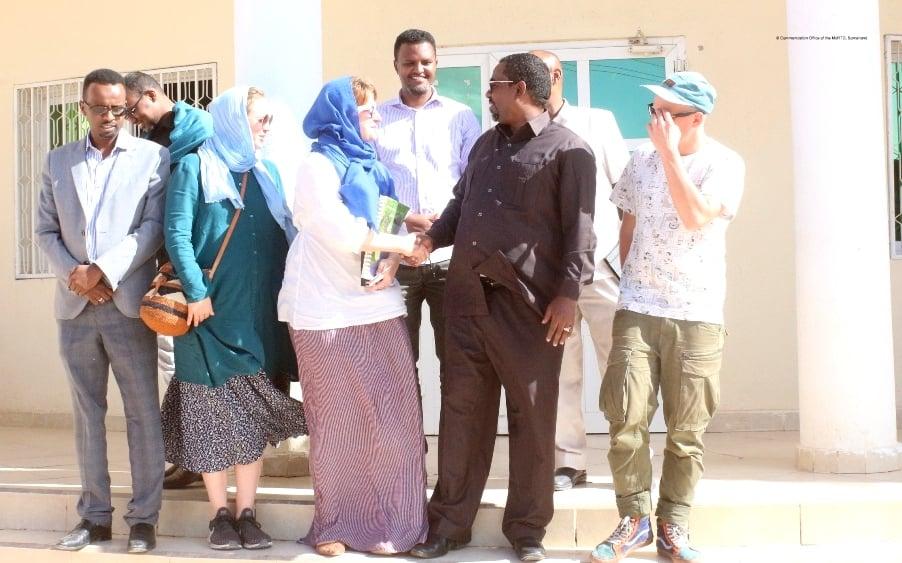 Wasiirka Gaadiidka Somaliland oo Qaabilay Wafti Ka Socda Talefishanka Finland
