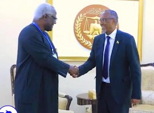 Gudaha:-Madaxweynaha Jamhuuriyadda Somaliland Oo Qaabiley Madaxweynihii Hore Ee Dalka Sierra Leone