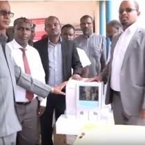 Gabilay:-Agaasimaha Guud Ee Wasaarada Caafimadka Somaliland Oo Qalab Caafimad Ku Wareejiyay Cisbitaalka Guud Ee Gobalka Gabilay.
