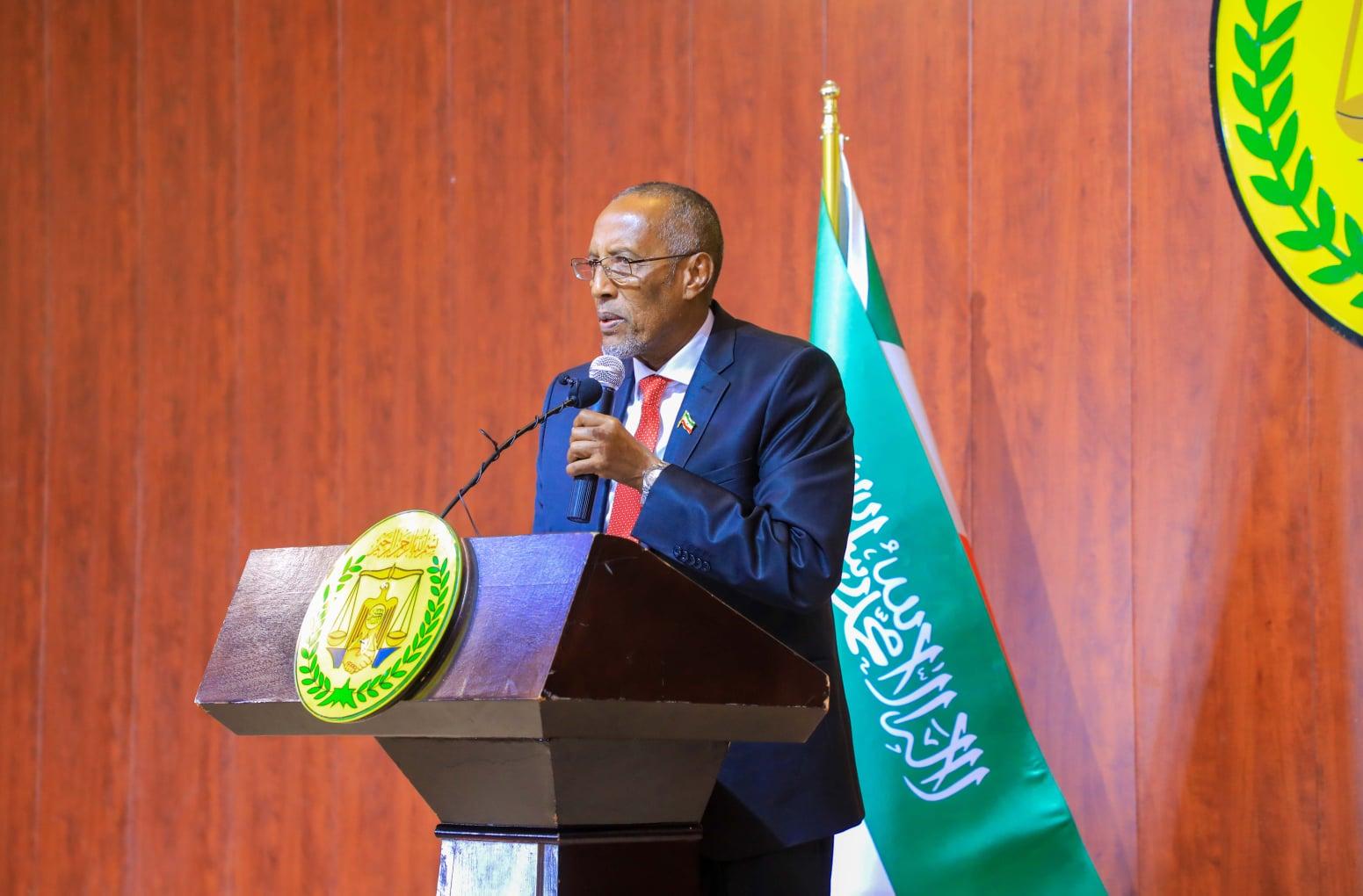 Madaxweyne Biixi Oo Jeediyay Khudbad Xasaasi Ah, Kana Hadlay In Soomaaliya Ay Cunaqabatayn Saartay Somaliland.