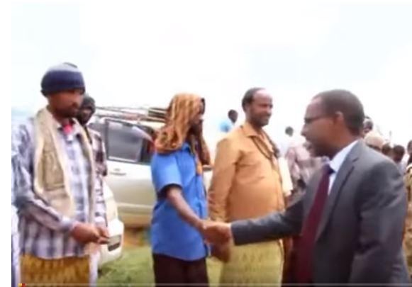 Buuhoodle-Wasiirka Hawlaha Guud Ee Somaliland Oo Gaadhay Buuhoodle Dadweynahana Uga Digay Fidnada Puntland Wado.