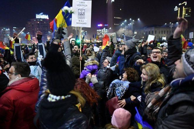 Romania:-Dibadbaxyo ka dhacay dalka Romania+Arimaha Sababay.