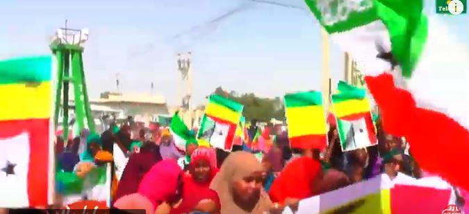 Gudaha:-Shacabka Magaalada Gabiley Oo Isku Soo Baxa Ku Soo Dhaweeyay Madaxweynaha Somaliland Muuse Biixi.