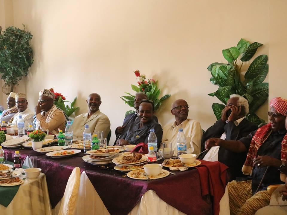 Hargeisa:-Wasiirka Arrimaha Gudaha Somaliland Oo Hadhimo Sharafeed U Sameeyey Madaxda Dhaqanka Ee Bariga Gobolka sanaag.