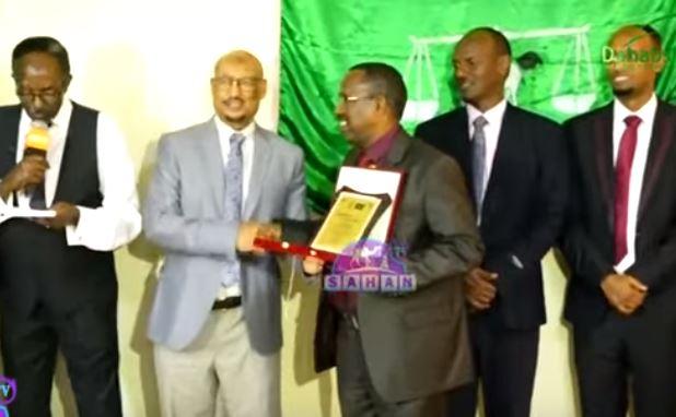 Gudaha:-Xisbiga Ucid Ayaa Shahaado Sharafyo Gudoonsiiyay Xubnihii Hore Ee Gudiga Doorashooyinka Somaliland.