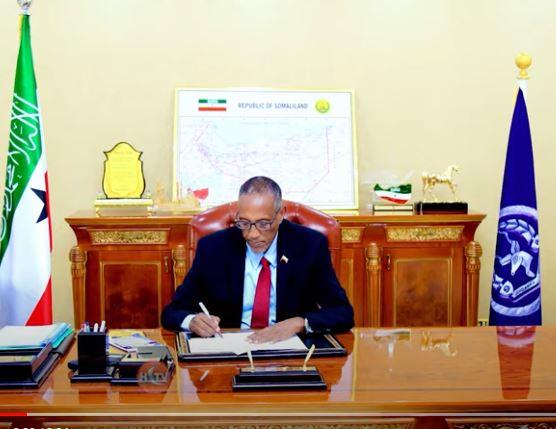 Madaxwayne Biixi Oo Magacaabey Gudida Hogaaminta Siyaasadda Hay'adda Caymiska Qaranka Somaliland
