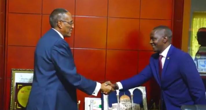 Hargeisa:-Madaxweynaha Somaliland Muuse Oo Kulan la qaatay wefti xildhibaano ah oo ka soday dalka Uganda Iyo Arimaha Ay Ka Wada Hadlleen