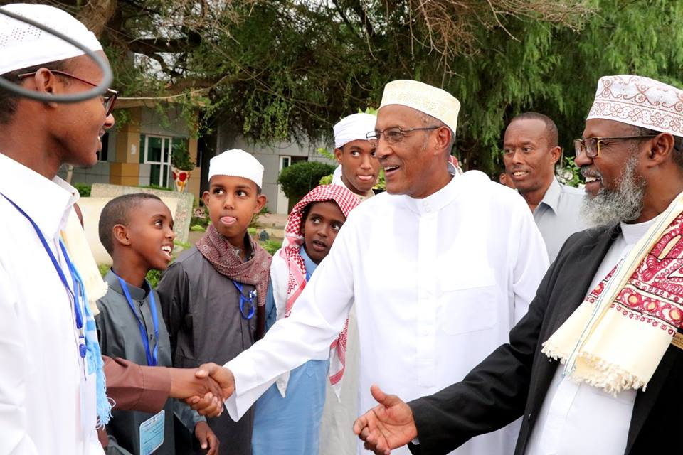 Madaxweynaha Somaliland Oo Abaal Marin Gudoonsiiyey Ardaydii Kaalmaha Hore Ka Galay Tartanka Quraanka Bisha Ramadaanta