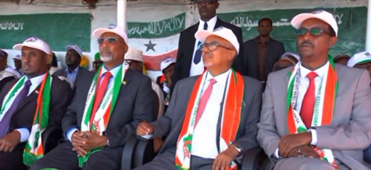 Borama: Daawo Madaxweyne kuxigenka Somaliland iyo wefti Wasiirro iyo Xildhibaano ah oo Shacabka Borama kala qaybgalay Dabaaldegga Xuska 18may