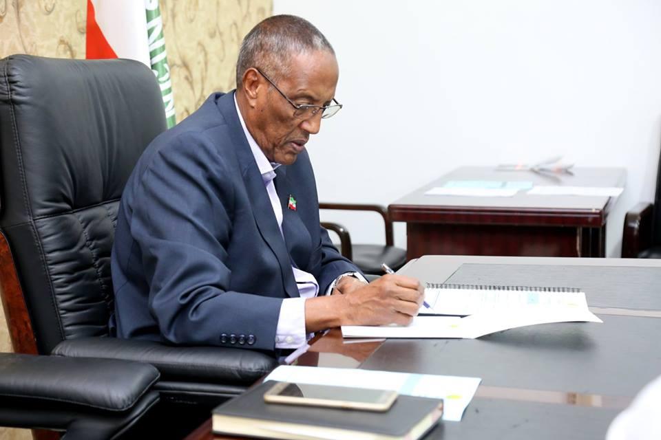 War Deg Deg Ah Madaxweynaha Jamhuuriyadda Somaliland, Mudane Muuse Biixi Cabdi waxa uu munaasibada ciidal fidrig.