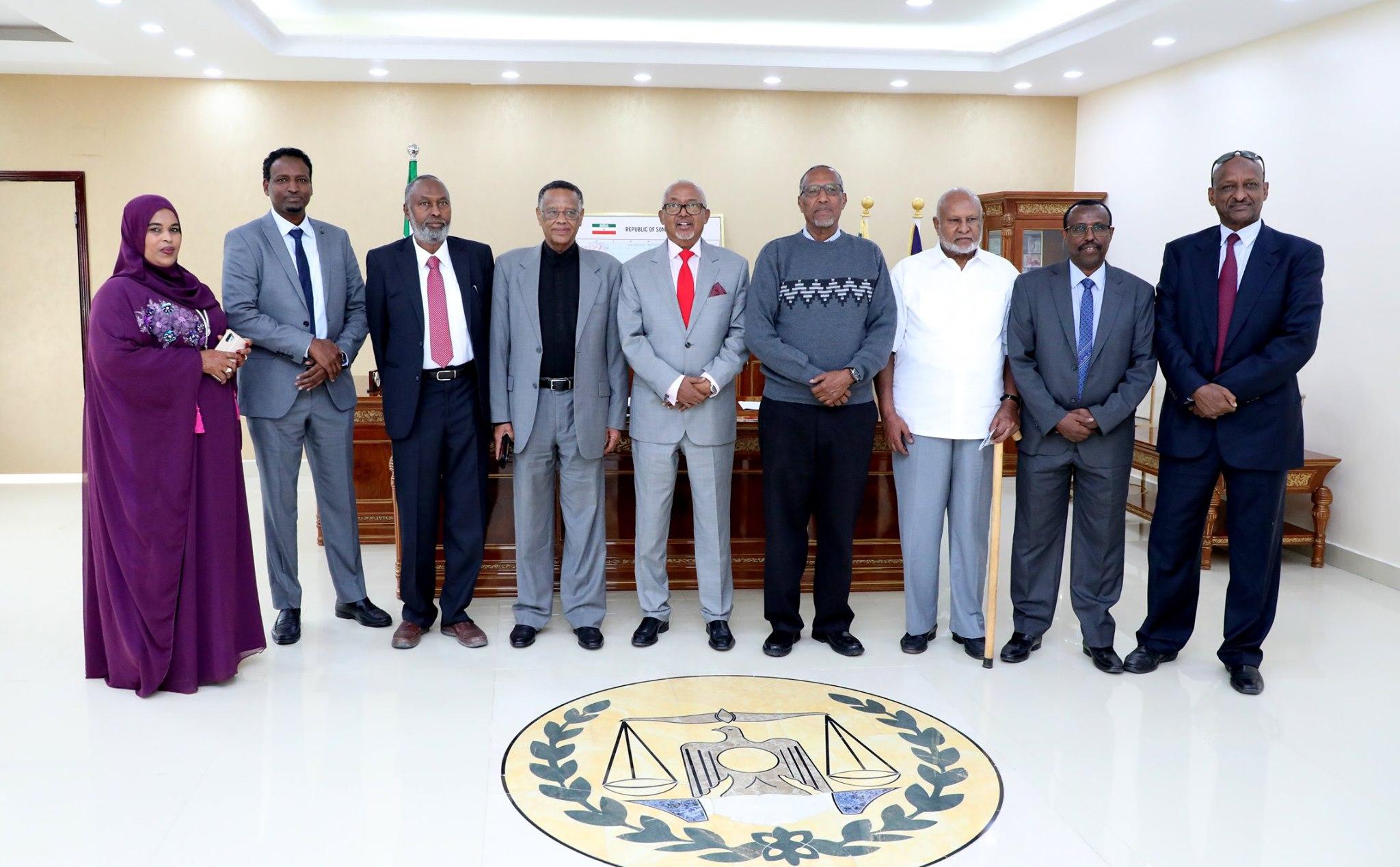 Hargaysa:-Madaxweynaha Somaliland Oo Kulan La Qaatay Shir Gudoonka Guurtida & Wakiilada Iyo Komishankii Hore Ee Doorashooyinka Qaranka.