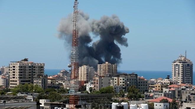 Duqeymihii Gaza ee oo wali sii socda iyo gantaalo mar kale ku dhacay Tel Aviv