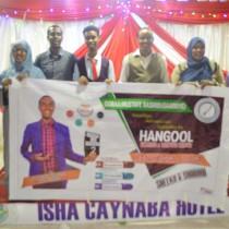 Caynaba:-Qoraa Mustafe Rashid Gaariye Oo Magaalada Caynaba Ku Soo Bandhigay Buug La Magac Baxay Sheeko Iyo Shaahid.