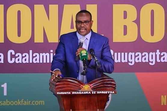 Gudaha:-Wasiirka Waraafinta Somaliland iyo Bandhiga Buugagta Somaliland.