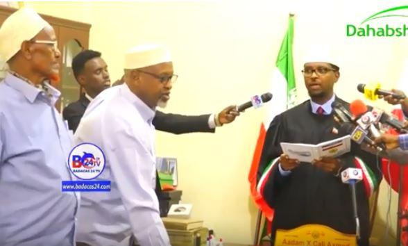Hargeisa:-Axmed Xaaji Waraabe Ayaa Ka Mid Noqday Golaha Guurtida SomaliLand Maanta U Dhaariyay Xildhibaan Cusub.