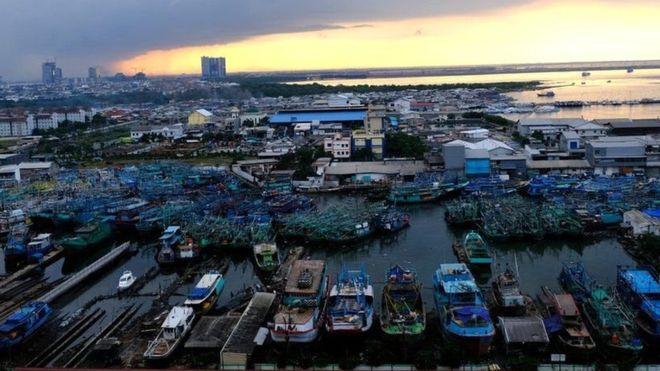 Jakarta:-Magaalo laga cabsi qabo iney dhawaan biyuhu qarqiyaan+Dalka Ay Ku Taalo.