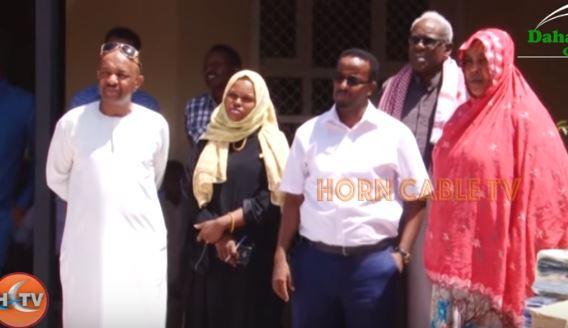 Salal:-Wasaarada Shaqo Gelinta Iyo Arimaha Bulshada Somaliland Oo Deeq Gaadhsisay Dadkii Roobabku Waxyeeleyen.