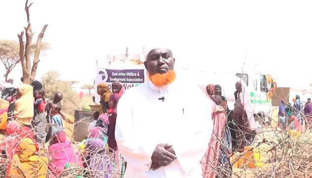 Burco: Daawo Hay'adda EWADA oo Mucaawano Biyo iyo Dhar Ciideed u qaybisay Barakacayaasha Degaanka Guryasamo
