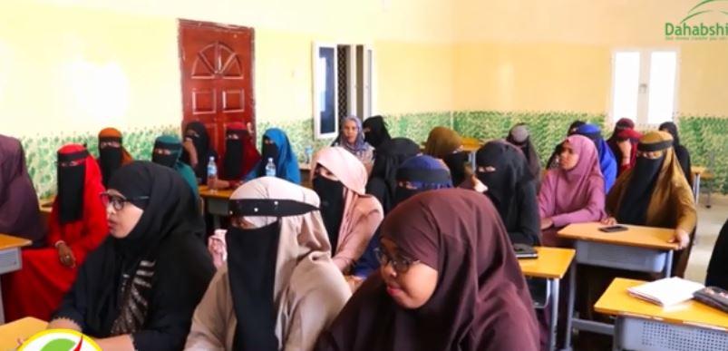Hargeisa:-Wasaarada Dastuurka Somaliland Oo Gobolka Sool Kuqaybisay Buuga Dastuurka Qaranka Somaliland.