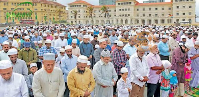 Caalamka: Daawo Qaabka Dunida Muslimka Looga Tukaday Salaadda Ciidal Fitriga