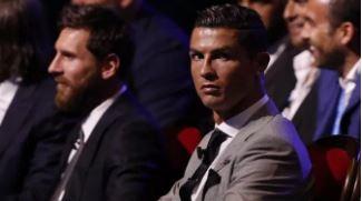 Lionel Messi Oo La Weydiiyay Shanta Xiddig Ee Dunida Ugu Fiican Kubadda Cagta – Miyey Liiska Ku Daray Cristiano Ronaldo?