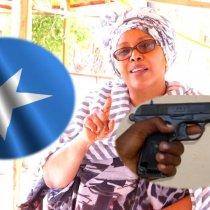 """Deg Deg: """"Dhagax Ha Lagu Dilo Qofka Calanka Somalia SL Ku Dhex Xidha"""" Fanaanada Sahra Halgan."""