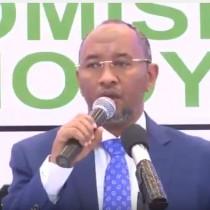 Daawo:Hogaamiyaha Xisbiga Wadani Oo Ganafka Ku Dhuftay Gudida Mus Danbeedka Ah Ee Madaxwaynaha Somaliland Magacaabayo