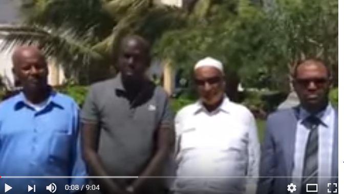 Daawo:Suxufi Cabdimaalik Muuse Coldoon Oo Waraystay Xildhibaano Iyo Masuuliyiin Kale Oo Ka Tirsan Xukmada Somaliya